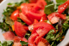 新鲜的莴苣沙拉蕃茄 免版税库存照片