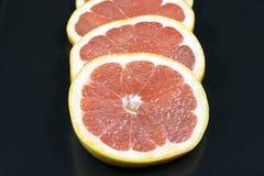 新鲜的葡萄柚圆环  库存照片
