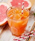 新鲜的葡萄柚汁 库存图片
