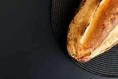 新鲜的葡萄酒面包 图库摄影