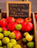 新鲜的蕃茄待售 免版税库存照片