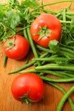 新鲜的蕃茄,青豆,荷兰芹 库存照片