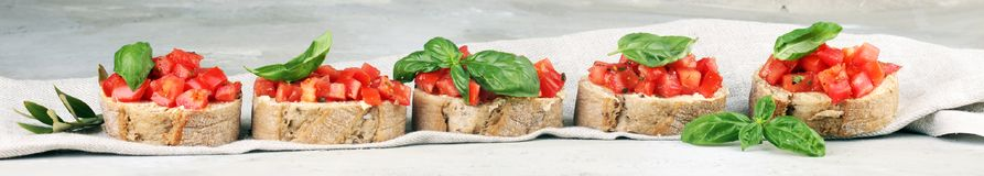 新鲜的蕃茄bruschetta 与蓬蒿的意大利食物开胃菜 库存照片