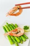 新鲜的虾烹调芦笋 库存照片