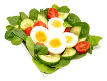 新鲜的蛋和蕃茄色拉盘 库存照片
