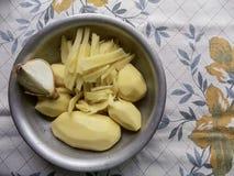 新鲜的被剥皮的土豆 库存照片