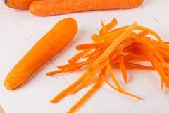 新鲜的被剥皮的红萝卜 免版税库存图片