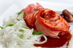 新鲜的被烘烤的三文鱼 库存图片
