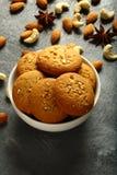 新鲜的被烘烤的可口腰果,杏仁饼 库存图片