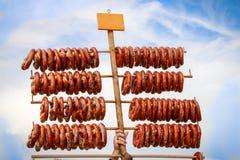 新鲜的被烘烤的椒盐脆饼待售 库存照片