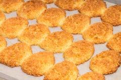 新鲜的被烘烤的椰子曲奇饼 库存图片