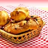 新鲜的被烘烤的甜小圆面包 免版税库存图片