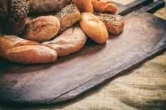 新鲜的被烘烤的面包品种  免版税库存照片