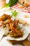 新鲜的被烘烤的鸡翼 免版税库存照片