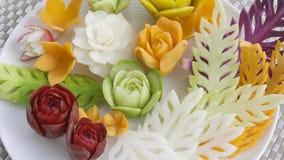 新鲜的被雕刻的混合泰国水果和蔬菜 图库摄影