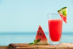 新鲜的西瓜汁用薄菏,柠檬水 图库摄影