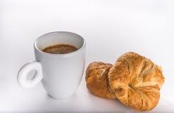 新鲜的谄媚新月形面包用咖啡 免版税库存图片