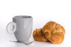 新鲜的谄媚新月形面包用咖啡 图库摄影