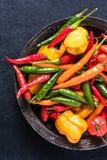 新鲜的辣和辣椒从上面 库存图片