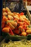新鲜的辣椒粉在市场上 图库摄影