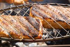 新鲜的酥脆烤三文鱼 库存图片