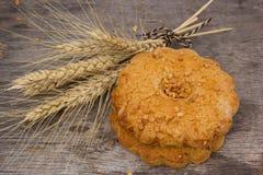 新鲜的酥脆谷物曲奇饼 免版税库存照片