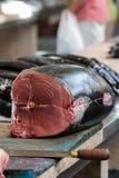 新鲜的金枪鱼牛排 免版税库存照片