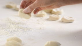 新鲜的面团准备好烘烤 影视素材