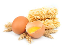 新鲜的面条用鸡蛋 库存照片