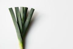 新鲜的韭葱,绿色在白色背景离开 库存照片