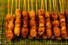 新鲜的香肠和热狗烤 图库摄影