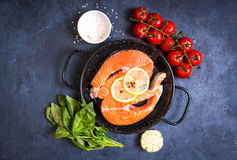 新鲜的鲑鱼排 免版税图库摄影