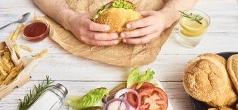 新鲜的鲜美汉堡的图象 库存照片