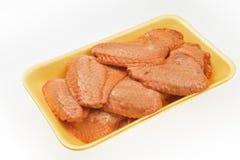 新鲜的鸡翅用调味汁 免版税库存照片