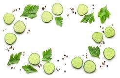 新鲜的黄瓜和香料框架  免版税图库摄影