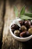 新鲜的黑橄榄开胃菜 库存照片