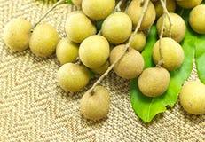 新鲜的龙眼,热带水果 免版税库存图片