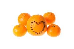 新鲜的水多的明亮的用心脏装饰的蜜桔和桔子o 免版税库存图片