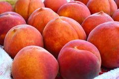 新鲜的水多的桃子果子 免版税库存图片