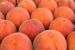 新鲜的水多的桃子果子 图库摄影