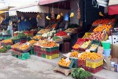 新鲜的水果和蔬菜在市场, ElJem,突尼斯上 免版税库存图片