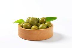 新鲜的绿橄榄 库存图片