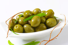 新鲜的绿橄榄 免版税库存照片