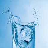 新鲜的玻璃水 库存图片