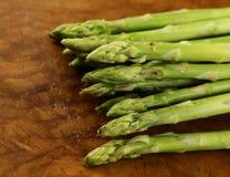 新鲜的绿色芦笋-春天菜 库存照片