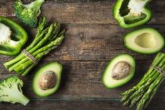 新鲜的绿色菜芦笋、鲕梨、硬花甘蓝和绿色b 免版税库存图片