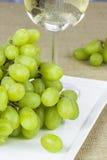 新鲜的绿色葡萄 免版税库存图片