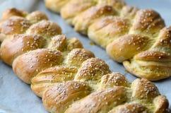 新鲜的结辨的面包 库存照片