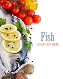 新鲜的dorado鱼、海鲜和菜 免版税库存图片