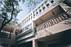 新鲜空气的大厦办公室 免版税库存照片